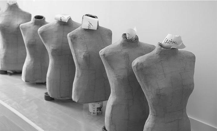Iniciación a la producción de soportes expositivos para indumentaria