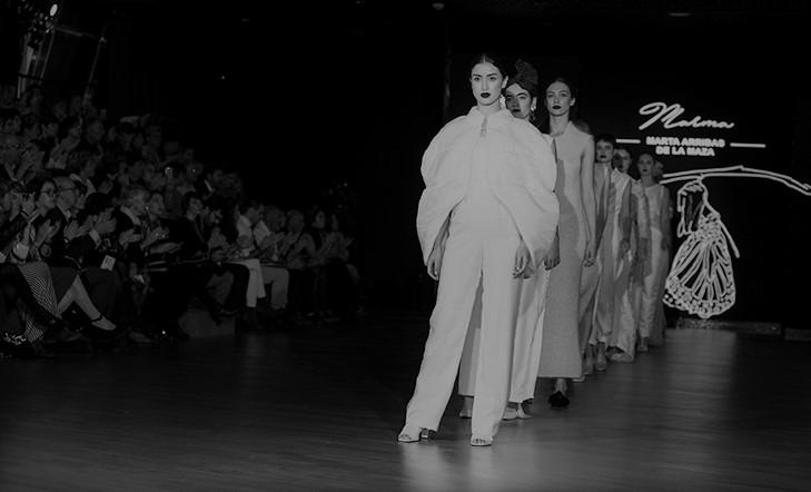 Moda-desfile  disdiratsua  Cristóbal  Balenciaga  Museoan  |  bideoa
