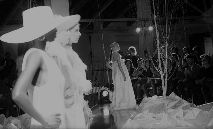 Brillante desfile de moda en Kutxa Kultur Plaza | vídeo