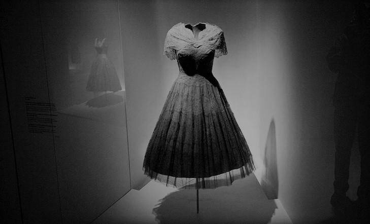 Bisita  gidatua  Cristóbal  Balenciaga  Museora
