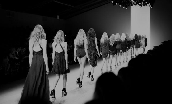 Desfile de los diseñadores del programa Kutxa Kultur Moda