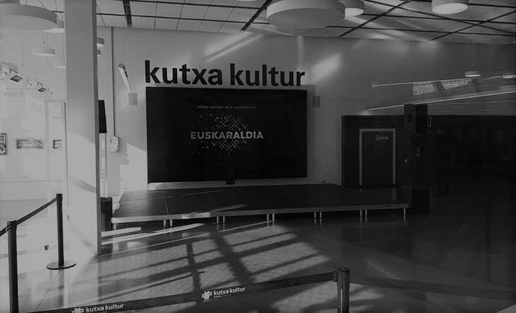 Euskaraldiko solasguneak: Musikariak euskaraz kantatzeko erabakiaz mintzo