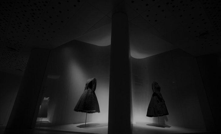 Moda y raíces populares a debate en la sala Ruiz Balerdi